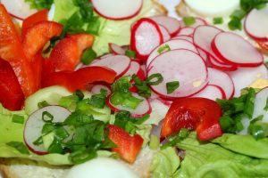 How to preserve radishes and combine with salad