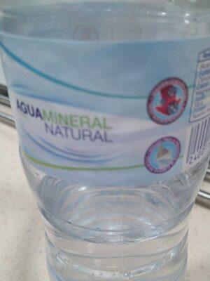 Agua mineral natural.