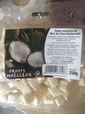 Cubes moelleux de noix de coco déshydratés