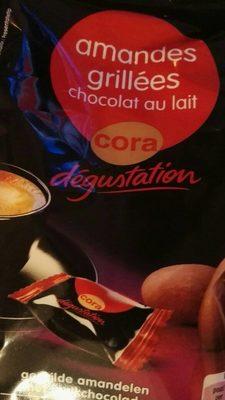 Amandes Grillées Enrobées De Chocolat Au Lait. Sachets Individuels,