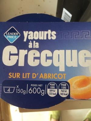 Yaourt grecque sur lit d'abricot