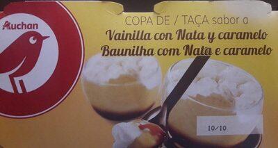 Copa de sabor a vainilla con nata y caramelo