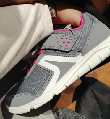 Zapatillas gris y rosa decathlon