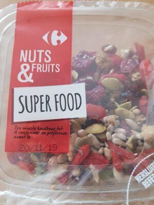 Nuts et fruit