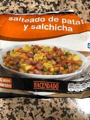 Salteado de patatas y salchichas